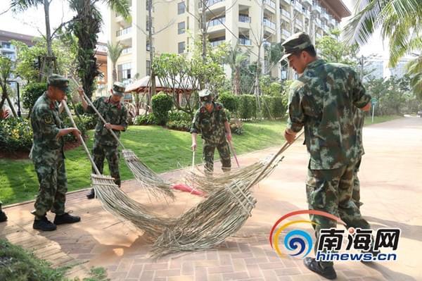 海警官兵开展主题环保行动 迎接世界地球日