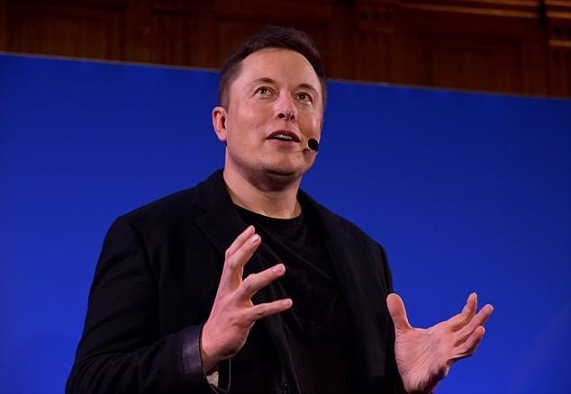 马斯克:机器人普及后 人人均可获得基本工资的照片