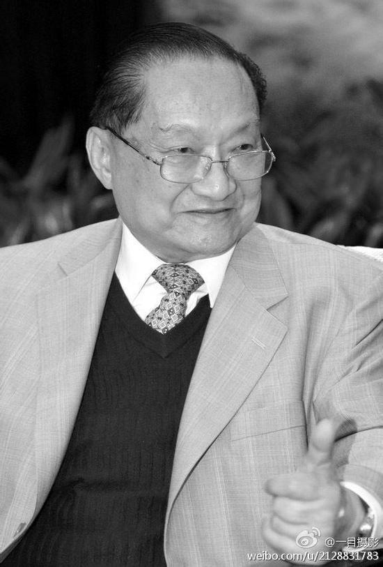 北大曾聘请金庸为名誉教授 经过国务院批准