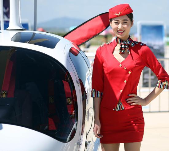 8月27日,飞机模特在沈阳法库国际飞行大会上.