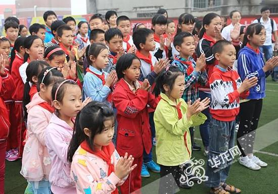 小学小学公益行前进香港走进健儿施廷懋和孩奥运万盛补习班图片