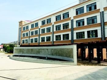 均衡发展教学楼介绍展板图片