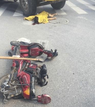 扬州渣土车与电动车相撞 男骑手当场身亡