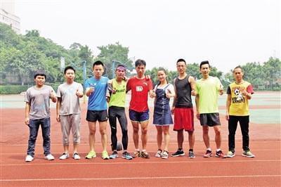 重庆大学生为纪念毕业连跑100公里 耗时10小时