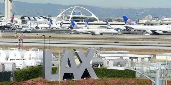 中国女游客大闹洛杉矶机场 掌掴售货员被捕