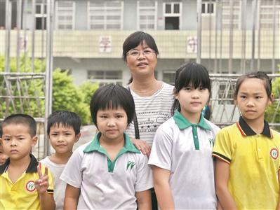 陈锡清和孩子们