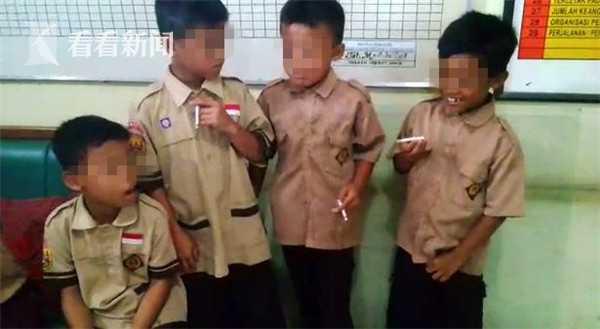 4名8岁小学生抽烟被逮 校长:再给你们几根多抽点