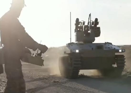 资料图片:驻叙俄军特战队使用无人战车。(图片来源于网络)