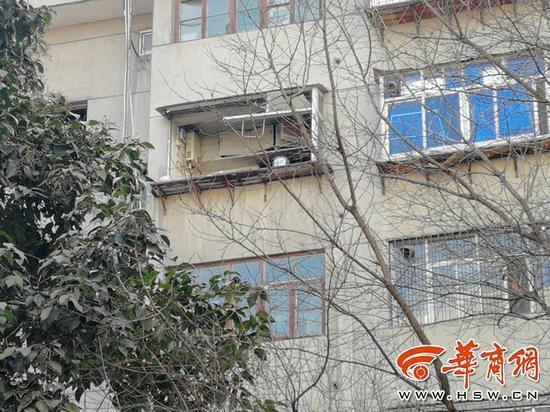 男子室内引爆爆炸物致2死1伤 事后还趴窗台观望
