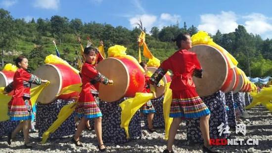2017苗族赶秋节花垣十八洞村举行的女生图片头像头像版qqq可爱图片