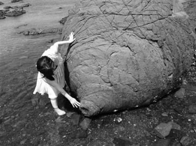 """日本熊本县有个""""乳房岩"""" 让众多女性趋之若鹜"""