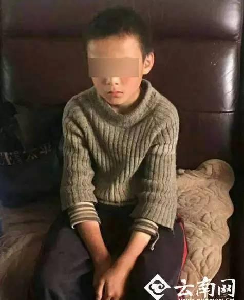 10岁少年上演现实版荒野求生:离家出走24天 烤