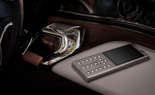 镶钻+5级钛 Gresso售价21万的限量奢侈功能机发布的照片 - 8