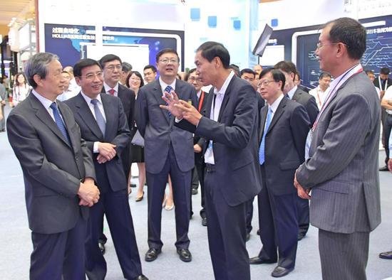 国务院领导莅临软博会 点赞东方国信大数据能力