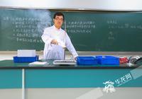 北大博士放弃985大学教授职位 到南开中学当老师