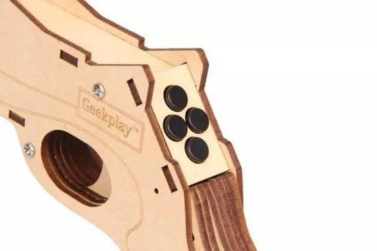 告别传统游戏姿势,这把手枪让你在现实世界里打飞机 | 周末酷生活