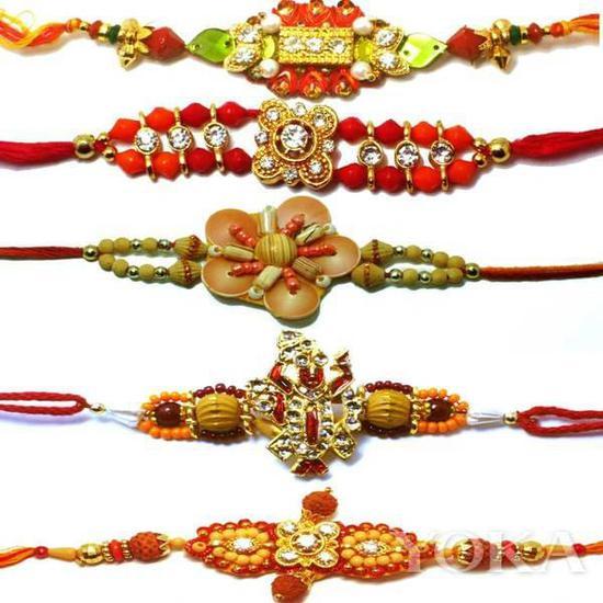 """印度传统手工手链""""Rakhi""""。"""