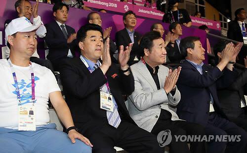 韩朝高官同台观看亚运韩朝女篮联队比赛