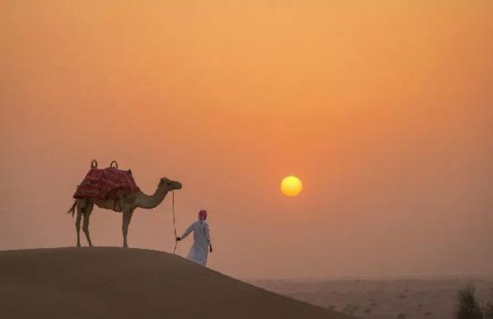 习近平将要出访的这个沙漠小国,在地球上为什么那么有存在感?