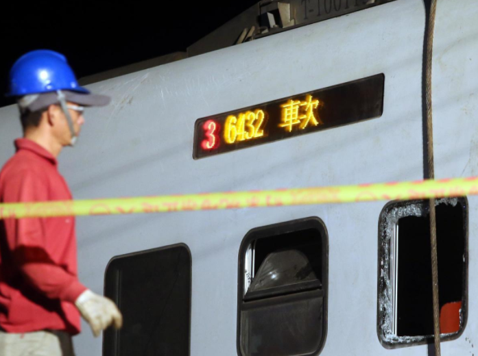 台铁脱轨事故司机出勤情况公布:有延长工时记录