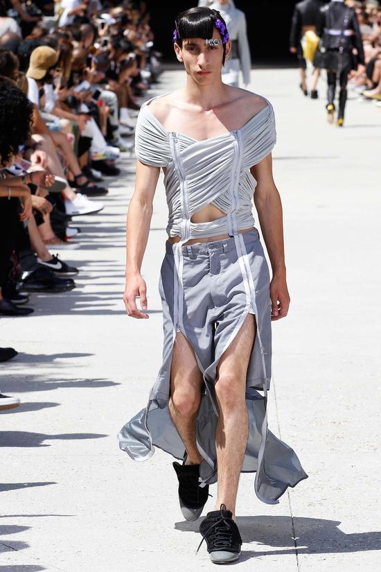 不要只关注女装 这些大牌正在潜移默化地掰弯着你的男朋友