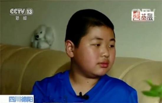 11岁男孩坚持3年为患病妈妈朗读 鼓励她坚强生活