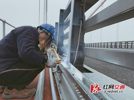 长江中游城市群--杭瑞高速洞庭湖大桥进入扫尾阶段 预计月底通车