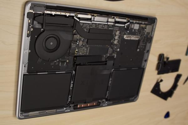 无Touch Bar版全新MacBook Pro拆解:SSD可更换的照片 - 8