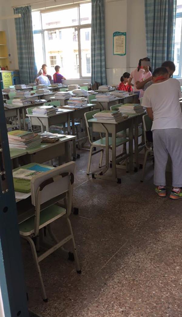 小学教师调整引家长不满 致一班级小学生缺席六成