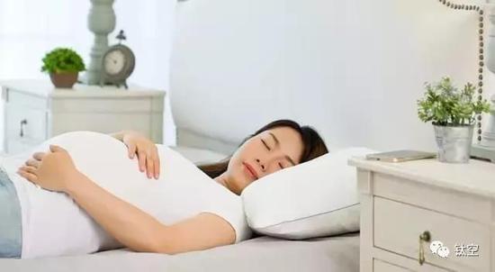 用时7年打造的这个枕头,可以帮你化解床上的尴尬丨钛空智慧星球推荐