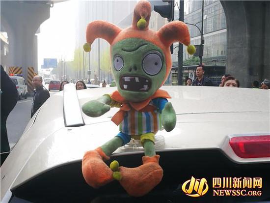 玩偶放车顶将被罚 百度热搜