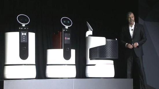 糗大了!LG机器人在CES首场新闻发布会上接连犯错