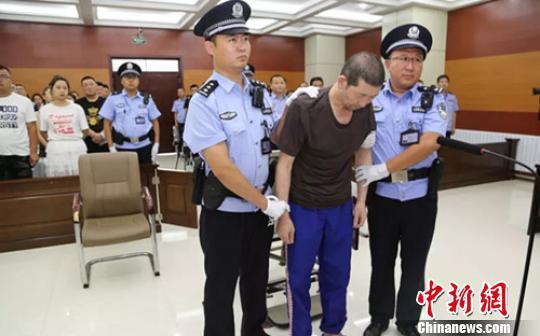 """内蒙古26岁女子遇害案一审宣判:""""黑三轮""""司机被判死刑"""