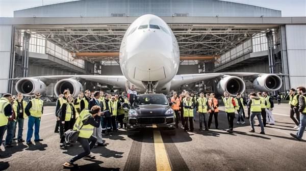 自重140倍 – 保时捷卡宴创世界新纪录拖出285吨空客A380的照片 - 3