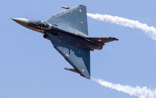 """印度""""光辉""""战机成功完成首次实际空中加油测试"""