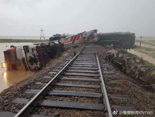 蒙古国载328人列车脱轨 洪水冲毁铁路路基系主因