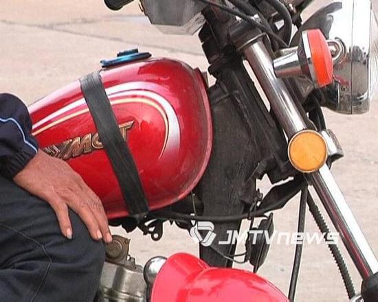 男子放下工作来广东 悬赏寻找粤J349ZP男装摩托车