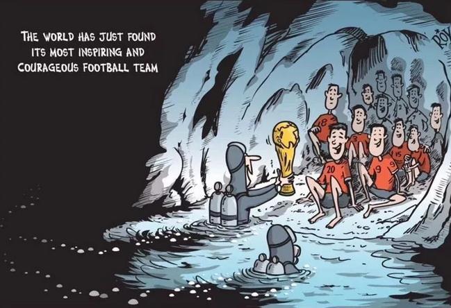 被困洞穴18天 泰国12名足球少年和教练全部获救