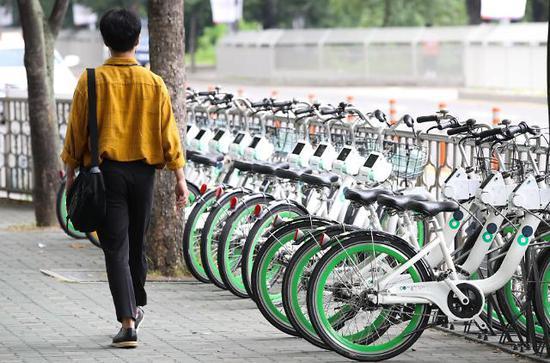 韩国政府掏钱给共享单车配头盔 一周被偷走218个-领骑网