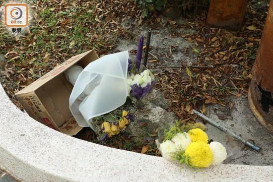 连日来有粉丝送花悼念。