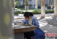 """山东大学""""图书馆女孩""""火了 网友因为她吵了起来"""