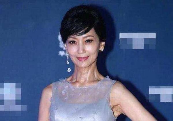 63岁赵雅芝看脸美貌依旧 却被脖子出卖了年龄