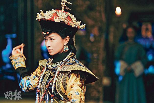 佘诗曼在《延禧攻略》饰演的娴妃十分奸诈,做了皇后更加心狠手辣。