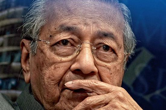 7月10日,马来西亚总理马哈蒂尔度过了93岁的生日。图/视觉中国
