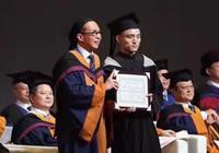 毕业典礼受李嘉诚注目 维和勇士韩平7年本科毕业