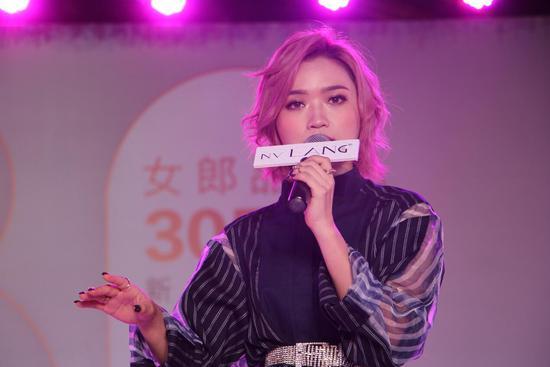 女郎发布多款新品 30年老品牌用科技打响美妆新战役