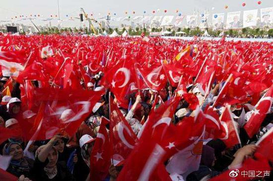 土耳其今选总统终结百年议会制 直升机装甲车维安