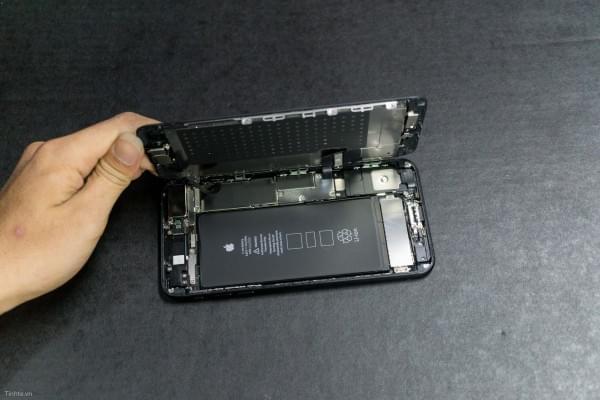 2675mAh容量电池:iPhone 7 Plus拆解视频的照片 - 20