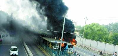 快速公交上午着火