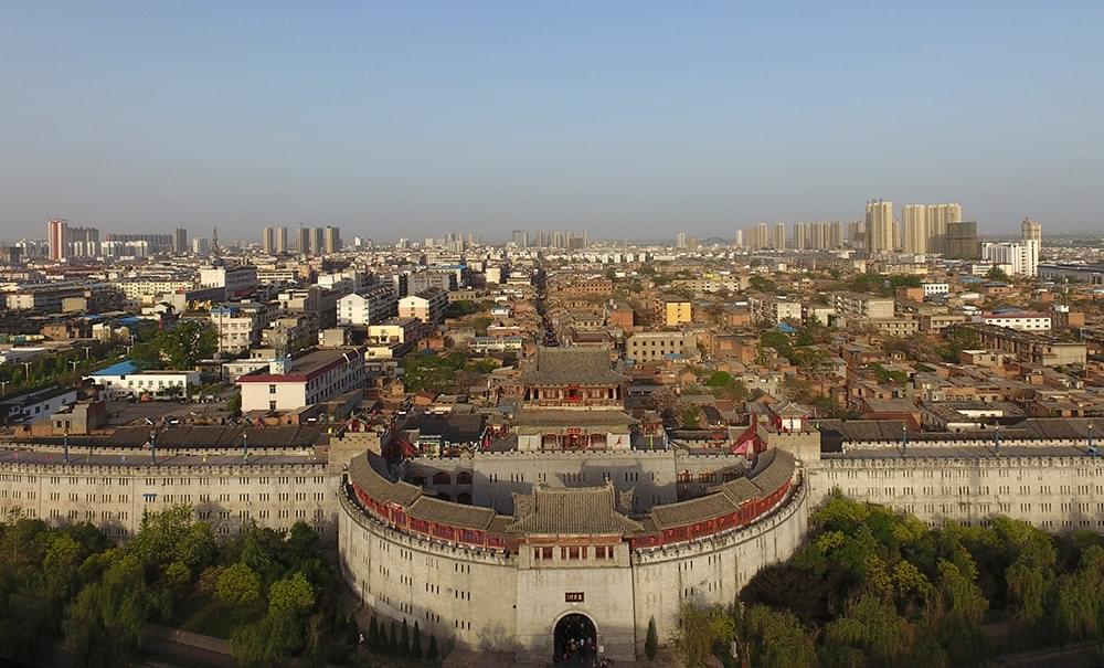 洛阳丽景门(4月17日摄)。丽景门位于洛阳历史文化古城街区,由城门楼、瓮城、箭楼、城墙等部分组成。新华社记者 金良快 摄